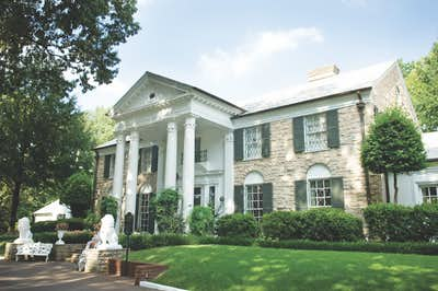 Memphis_–_Graceland-REAR_VIEW_OF_GRACELAND_MANSION
