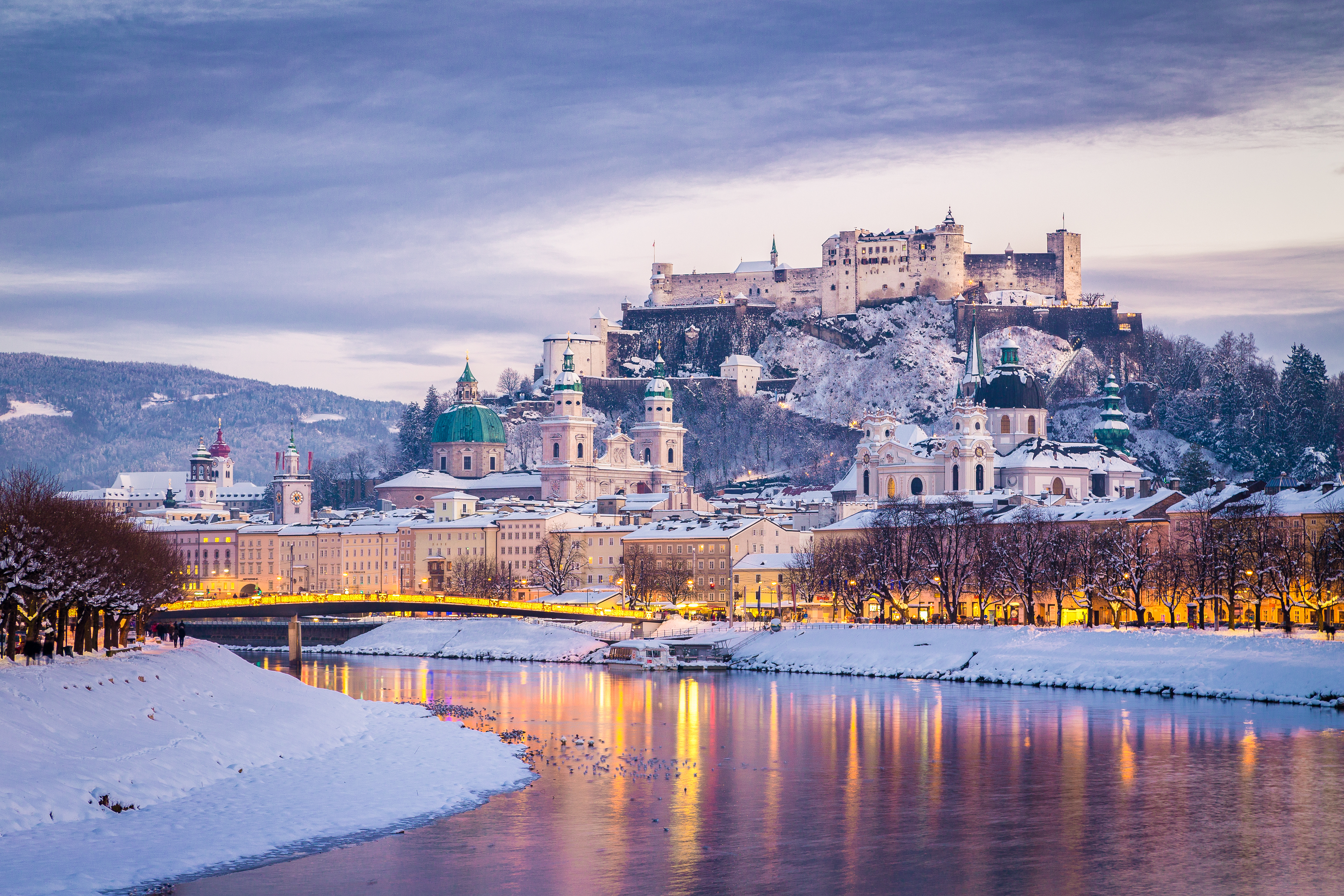 Christmas In Austria.Austrian Lake District Linz Salzburg Christmas Markets 7 Day Tour