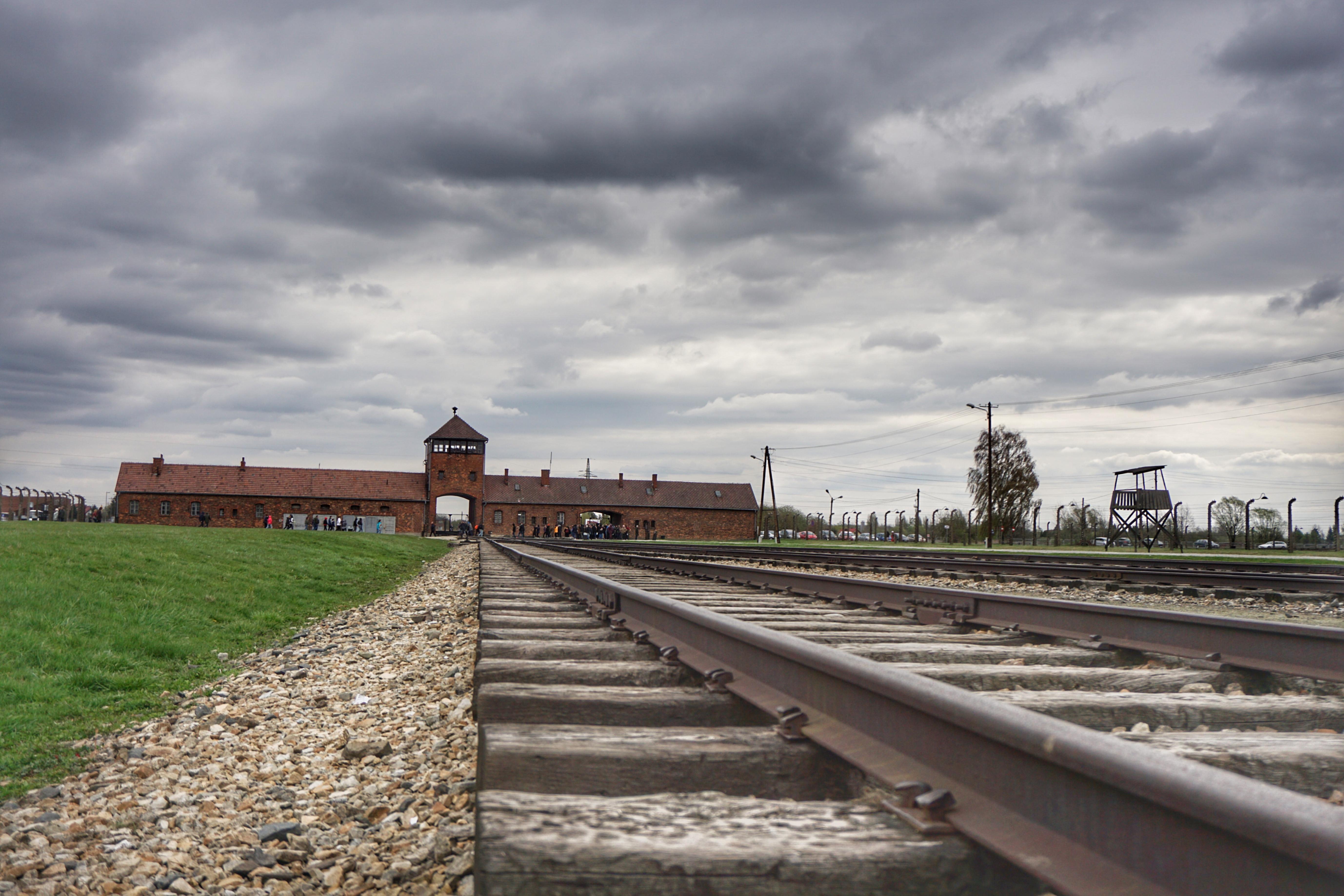 Understanding The Holocaust Auschwitz Krak 243 W Amp Schindler