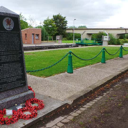 St Venant: Memorial & Cemetery