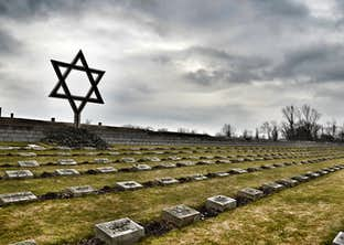 The Holocaust Remembered - The Moving Story of Anne Frank & Oskar Schindler