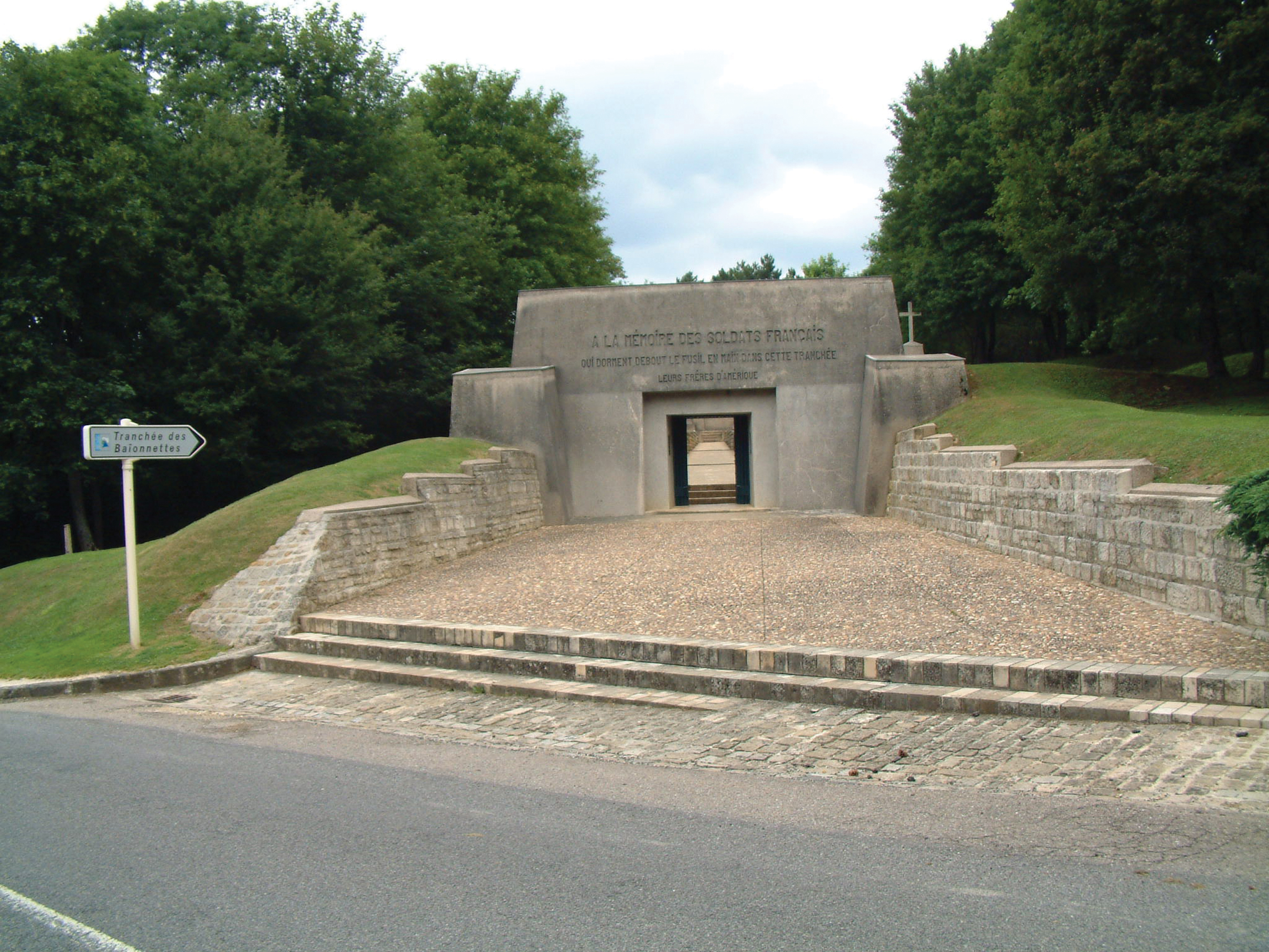 verdun singles The battle of verdun (bataille de verdun, ipa: [bataj də vɛʁdœ̃], schlacht um verdun, ipa: [ʃlaxt ˀʊm ˈvɛɐdœŋ]), fought from 21 february to 18 december 1916, was the largest and longest battle of the first world war on the.