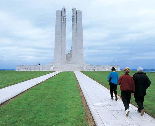 Vimy_Ridge-CANADIAN_WAR_MEMORIAL,_VIMY_RIDGE