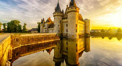 Chateaux of the Loire Valley & Cruising the Bordeaux Wine Country