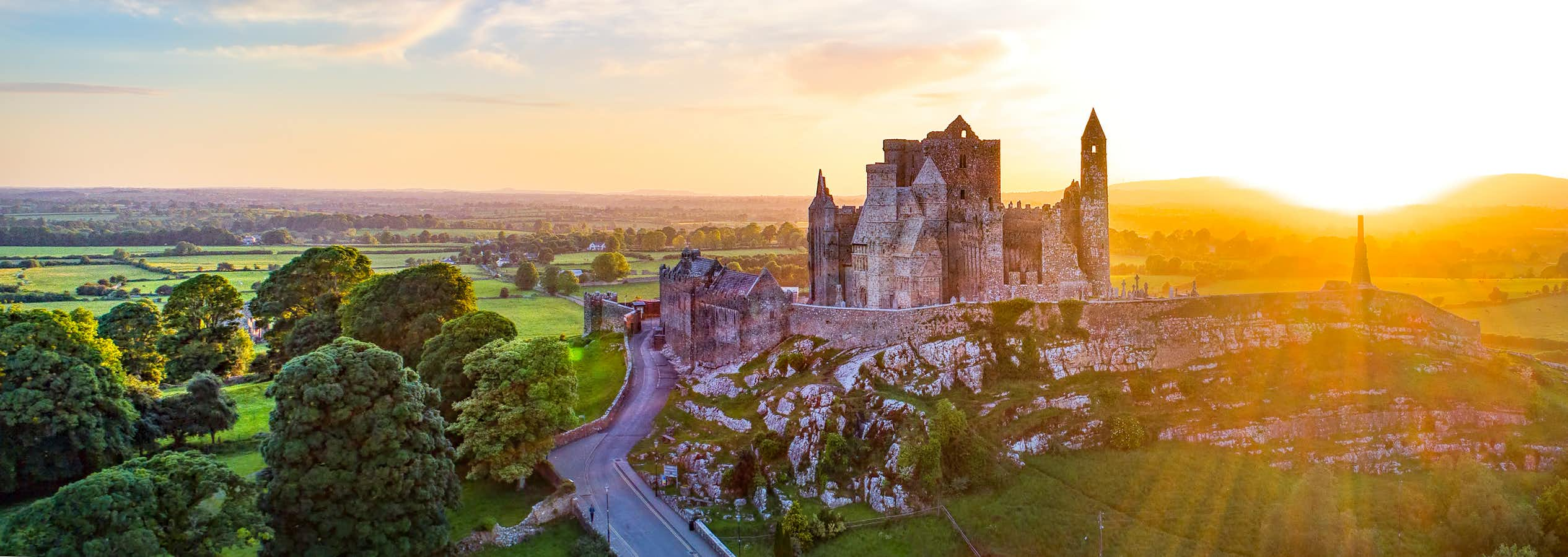 Cashel to Kildare - 4 ways to travel via train, taxi, bus, and car
