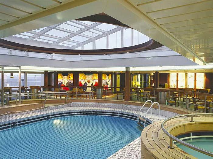 Portraits of green spain cantabria the basque coast - Explorer hotel paris swimming pool ...