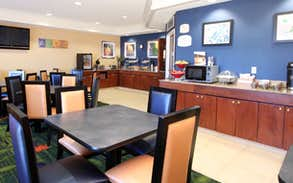 Fairfield Inn & Suites Cafe